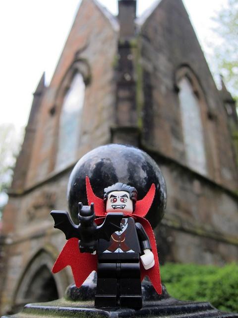 LEGO Collectible Minifigures Series 2 : Vampire