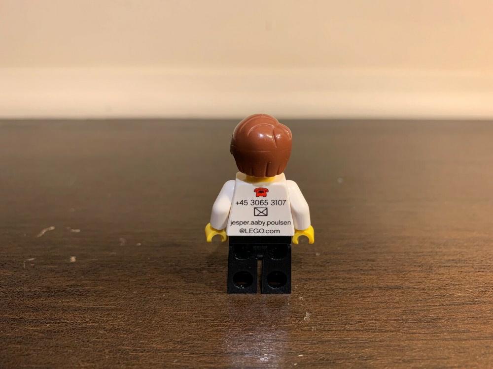 AUTHENTIC Lego Jesper Aaby Poulsen V.2 Employee Business Card Minifigure! RARE!