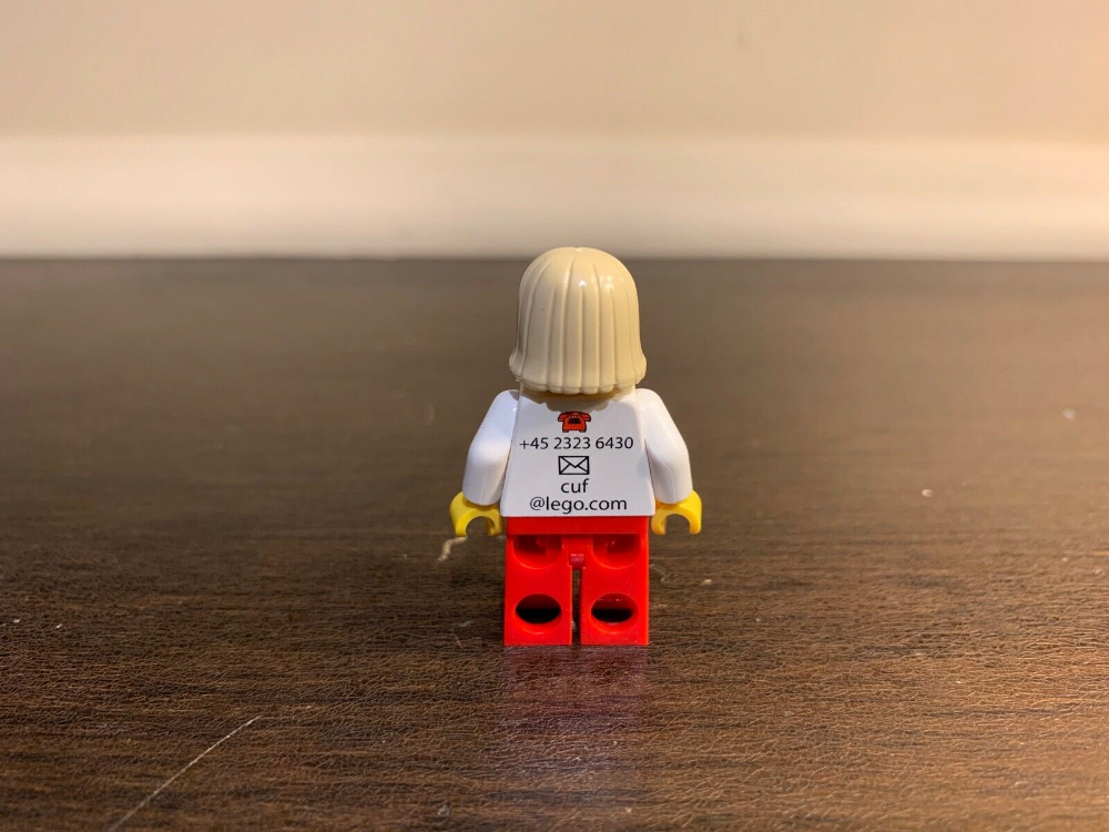 AUTHENTIC Lego Camilla Uhre Fog Employee Business Card Minifigure! SUPER RARE!