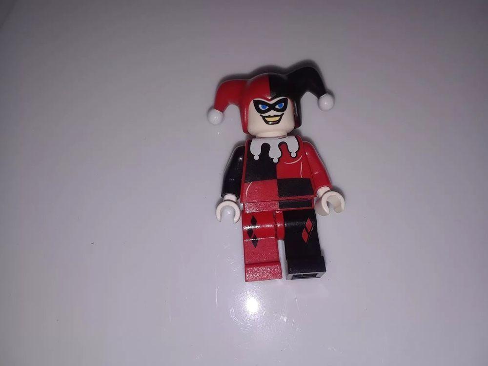 LEGO HARLEY QUINN MINIFIG batman figure minifigure 6857 super heroes dc