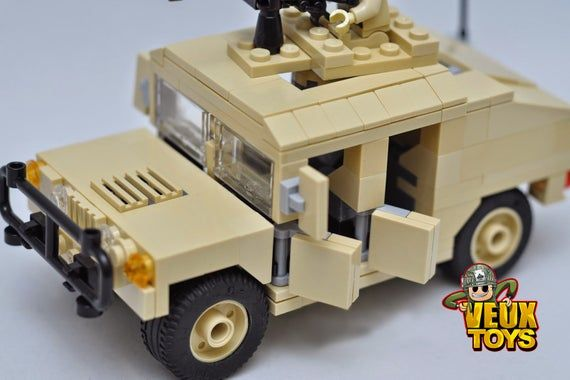 Military Humvee with 2 custom minifigures building blocks set
