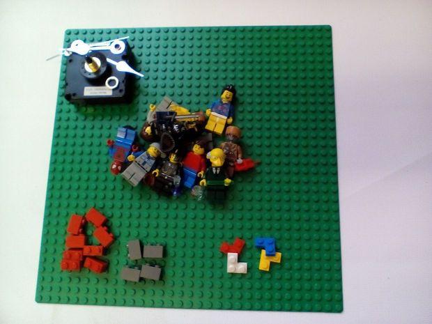 Lego Minifigure Display Clock