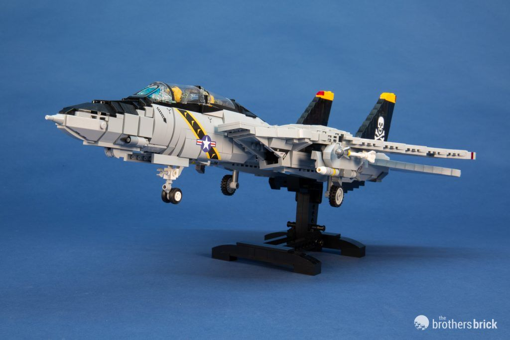Brickmania 1033 F-14 Tomcat Supersonic Air Superiority Interceptor custom kit + NAS Miramar Action Pack custom minifigures [Review] | The Brothers Brick